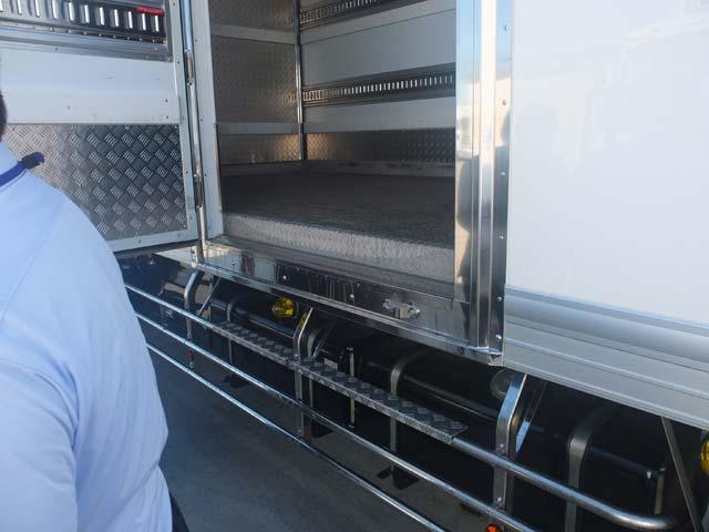 4協力会社車輌荷台チェック、清潔にされていました